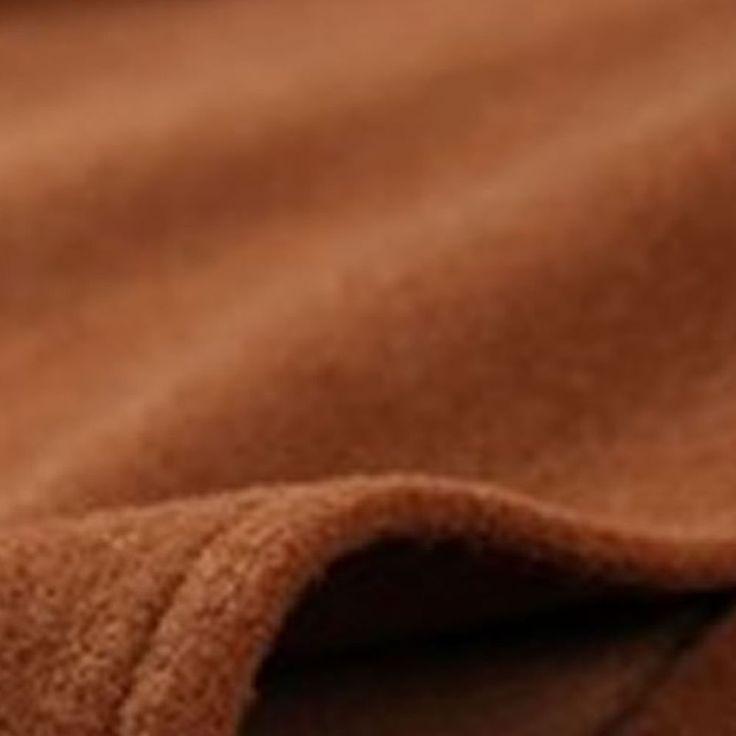 Forrado Material: Tecido de Lã Sem mangas Decote redondo Tipo Manto Detalhes: fechado com um botão Espessura do tecido: moderada Maciez: moderada Aberturas laterais para os braços