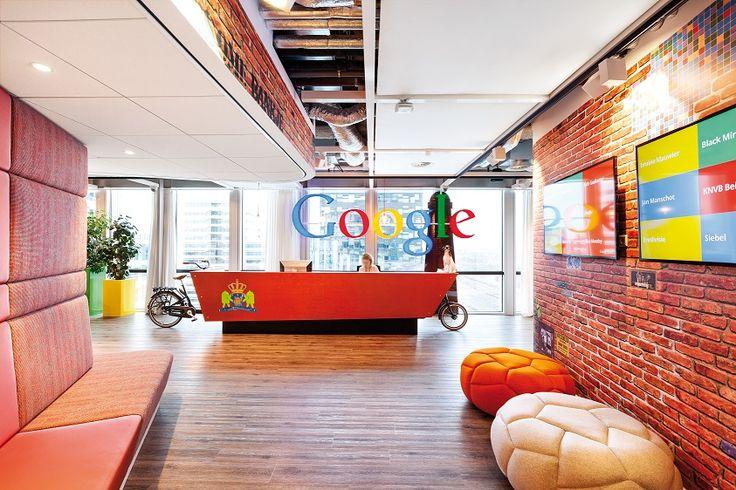 Recepcja w siedzibie Google w Holandii  Armstrong, sufity podwieszane, ceiling, sufit akustyczny, acoustic, Ultima+, Ultima Vector, Axiom C Canopy