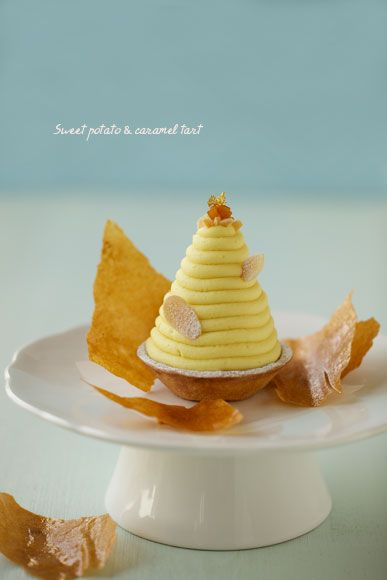 スイートポテトとキャラメルのタルト whimsical looks like a honeycomb hive asian dessert treat