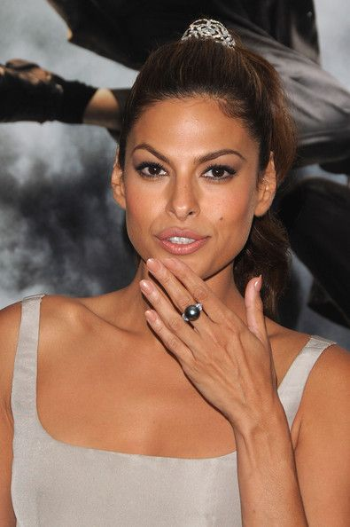 Eva Mendes added a touch of elegance to her look with a pearl ring.
