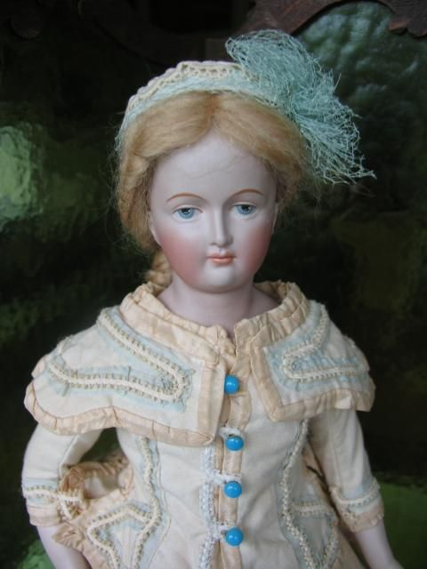 Fashion doll outfit for a 17 inches doll or 43 cm.