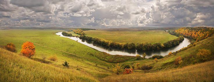 """""""Там у нас, на Красивой-то на Мечи..."""". И. С. Тургенев    «Там у нас, на Красивой-то на Мечи, взойдешь ты на холм, взойдешь — и, господи боже мой, что это а И река-то, и луга, и лес; а там церковь, а там опять пошли луга. Далече видно, далече. Вот как далеко видно… Смотришь, смотришь, ах ты, право!» Автор: Fotojazz"""