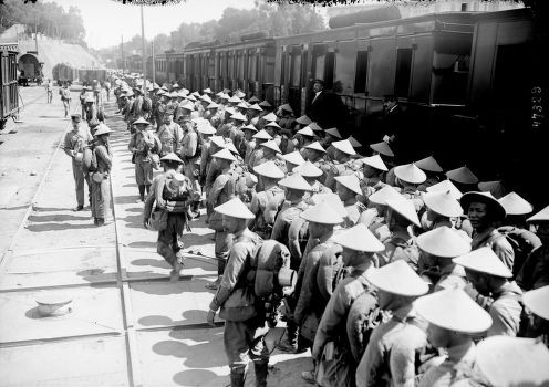 1916 - Annamites à Saint-Raphaël : photographie de presse / Agence Rol