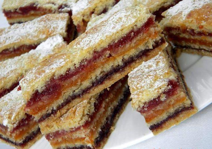Prăjitură cu trei tipuri de gem, una dintre cele mai simple și bune prăjituri din caietul bunicii - Delicioase.com