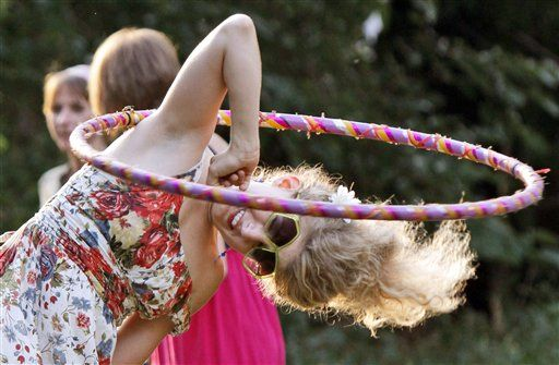 Elbow Hooping: Hoop Fit, Hoop Ducks, Hulahoop Hoop, Hoop Life, Hoop Flowing, Weightedhulahoopworkout Com, Elbow Hoop, Friends Stefani, Hoop Friends