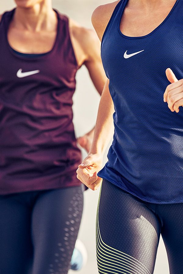 Get ready for your run in twinning style. The Nike AeroReact Tank stays lightweight and adapts as soon as you break a sweat — more breathable for more miles.