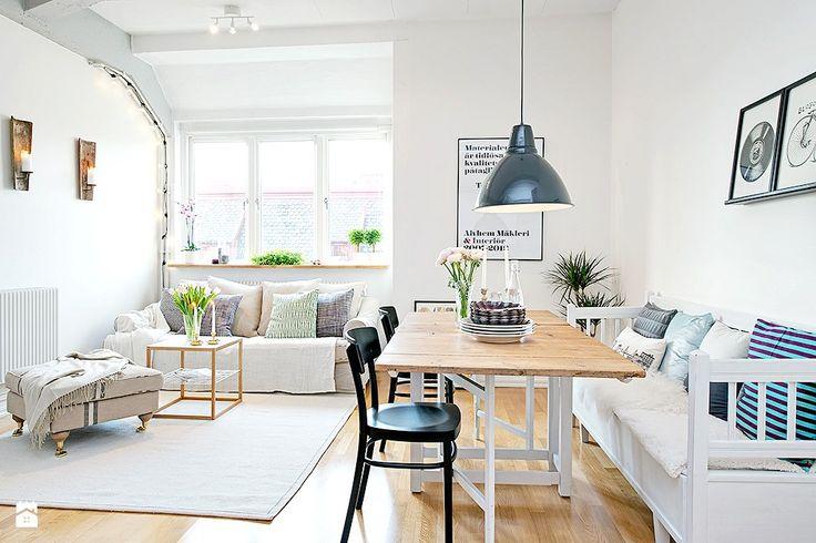 Łańcuch żarówek częścią oświetlenia w mieszkaniu. - zdjęcie od cleo-inspire - Jadalnia - Styl Skandynawski - cleo-inspire