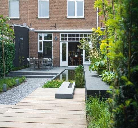 Kleine tuin waarbij hoogte verschillen, hoge kwaliteit, diverse materialen en strakke lijnen zorgen voor een exclusieve ambiance.