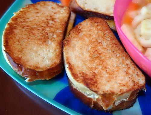 Undressed Skeleton — 100 Calorie Grilled Cheese Pretzel Buns (3 WW points plus!)