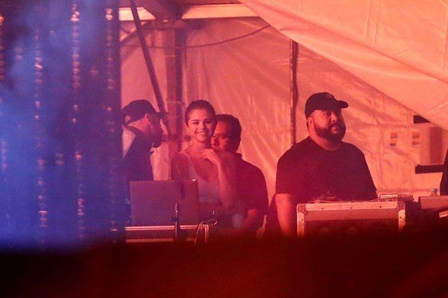 """@selenagomez at The Weeknds """"Legend Of The Fall 2017 World Tour"""" in São Paulo Brazil [March 26]  #SelenaGomez en el The Weeknd """"Legend Of The Fall Tour Mundial 2017"""" en São Paulo Brasil [Marzo 26]  #TheWeeknd #Abelena #Brasil #Selena #Selenator #Selenators #Fans"""