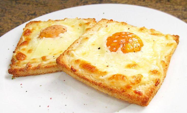 Tostadas con huevo y queso