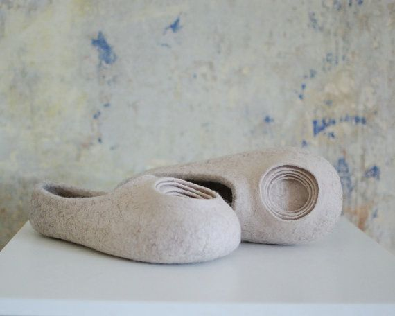 Romantic Women Felted Slippers luxury Woolen House by MusiuMuse
