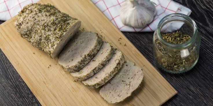 Вкусная, сочная, ароматная домашняя колбаса станет изюминкой шумного застолья или семейного ужина. К тому же вы не будете беспокоиться из-за её происхождения: сделана она своими руками из натуральных ингредиентов.