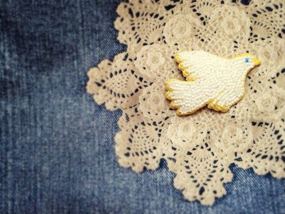 白い鳥が羽ばたく宗教画にもよく白い鳥が描かれているのですが聖霊の象徴として描かれたとか白い鳥が羽ばたく空が美しく神聖に思えたのはわたしだけではないらしい今度は... ハンドメイド、手作り、手仕事品の通販・販売・購入ならCreema。