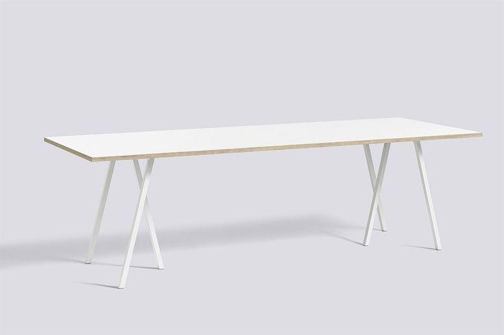 Loop Stand matbord från HAY tillhör kollektionen Loop Stand som är formgiven av Leif Jørgensen. Inspirerad av den traditionella bocken använder Loop Stand ett enkelt formspråk som lägger fokus på ett tredimensionellt och grafiskt utseende.Loop Stand matbord finns i tre olika färger och fyra olika storlekar. För extra stabilitet lägg till Loop Stand Support, tre reglar som monteras under bordsskivan. Höjden på samtliga bord är 74 cm.