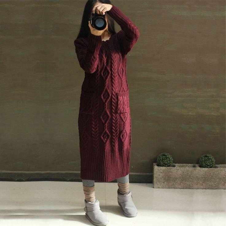 Платья : Теплое вязаное платье с узорами и фигурным вырезом