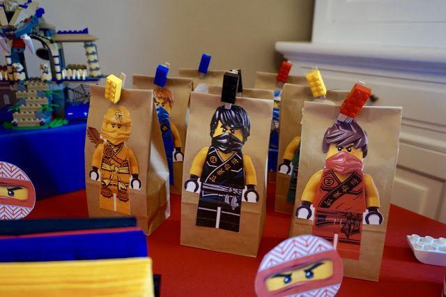 Design By La tête dans les z'étoiles - Happy Event : L'Anniversaire LEGO NINJAGO. Crédit Photo : La tête dans les Z'étoiles. Real event, ninjago, lego, anniversaire , birthday, party, decor, décoration, event design, kids, enfants, un décor Ninjago, sweet table, boy.