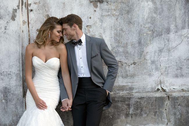 (Foto 12 de 13) Original composición con americana en gris, pantalones en negro y complementos en negro y gris, Galeria de fotos de Trajes de novio elegantes para una boda clásica