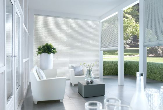Raamdecoratie van Sunway op het terras | STIJLIDEE Interieuradvies en Styling