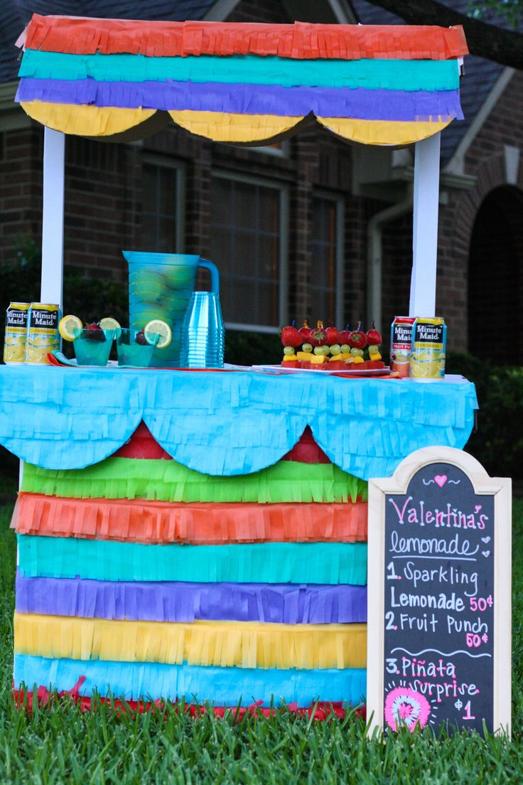 Create this DIY Pinata Lemonade Stand! Your kids will love it, and it would be great for a summer party. See how fun it is to put together!