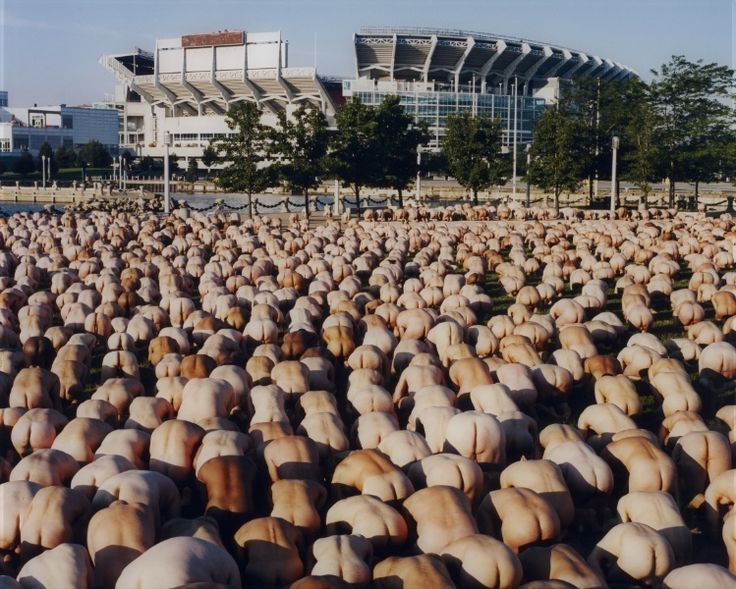 Ohio 4 (Museum of Contemporary Art Cleveland), 2004 Spencer Tunick (American, b. 1967)