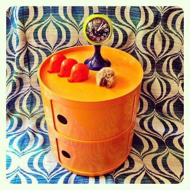 Vintage combo - Modular by Anna Castelli Ferrieri... Qui n'est autre que la fondatrice de Kartell il y a plus de 40 ans déja ! Brillant !