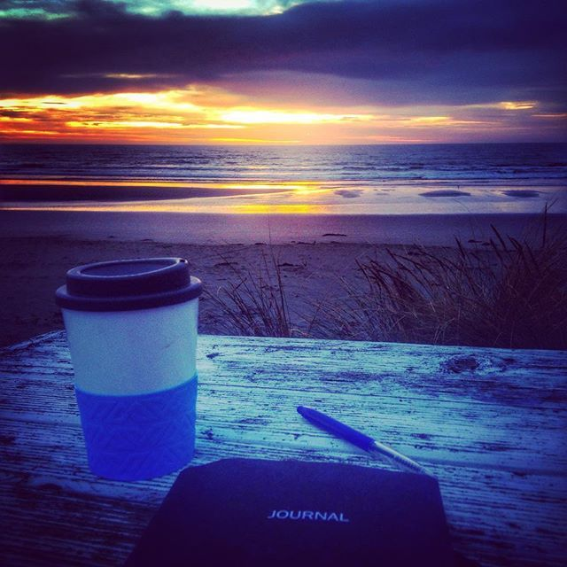 Early morning brainstorming...sending thoughts of #gratitude out to the world and clearing out the cobwebs!  Miss the mountains but a lovely welcome back to #Christchurch ❤️ #nznature #newzealand #meditation #sunrise #aotearoa #goodmorning #coffee #givingthanks #newbrightonbeach #waimaribeach