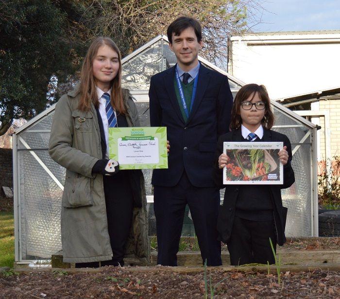 QEGS Gardening Club wins Royal Horticultural Society Award http://www.cumbriacrack.com/wp-content/uploads/2017/12/171201-Gardening-Club-RHS-Award.jpg Queen Elizabeth Grammar School in Penrith's Gardening Club has won a Royal Horticultural Society Award.    http://www.cumbriacrack.com/2017/12/06/qegs-gardening-club-wins-royal-horticultural-society-award/