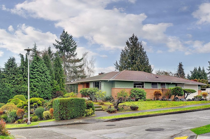 This would be another fun home to remodel. And it's in Windermere.