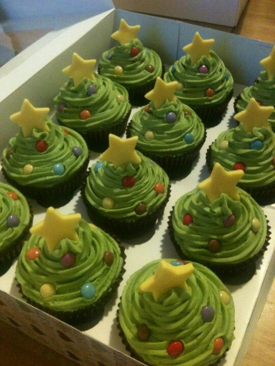 My Christmas Tree cupcakes - Vanilla sponge with green vanilla butter cream, decorated with mini smarties and finished with a star cut from yellow fondant ♥
