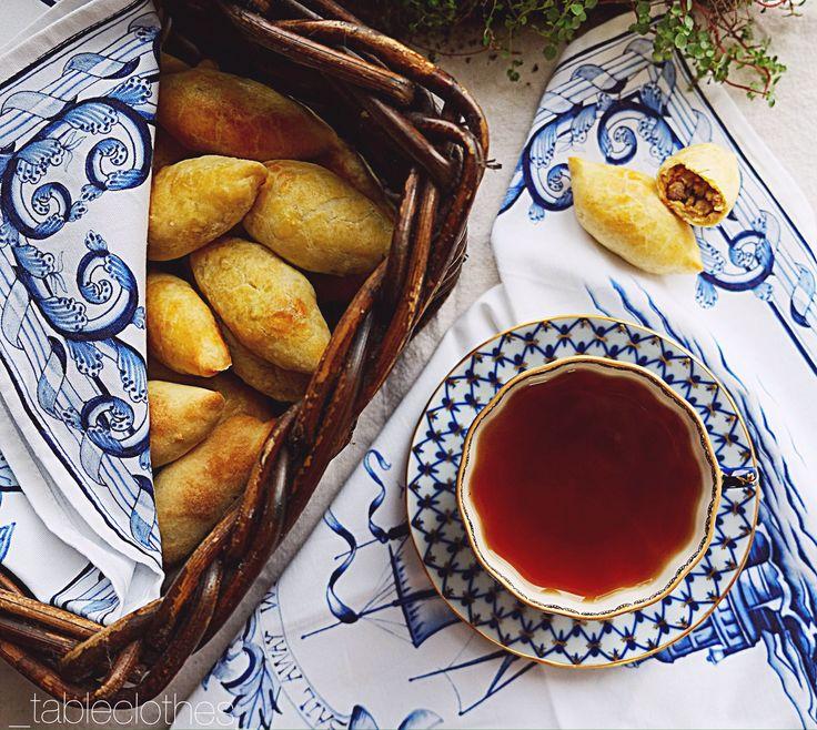 Пирожки с индейкой, рецепт здесь: https://www.facebook.com/notes/гардероб-стола-tableclothes-сервировка-и-столовый-текстиль/идеянасубботу-пирожки-с-индейкой/615164332018674