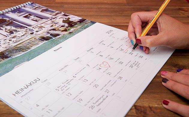 Joululahjaidea: tilaa kuvakalenteri saajalle tärkeillä kuvilla ja kirjoita valmiiksi merkkipäivät ja muutama yllätys kalenteriin. http://www.ifolor.fi/inspire_joululahjaidea_saajansa_nakoinen_kalenteri