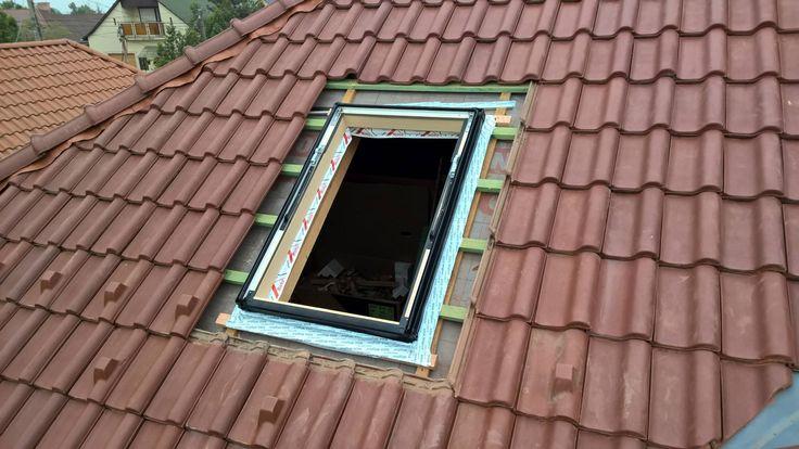 4. lépés. A tetőtéri ablak körberagasztása.
