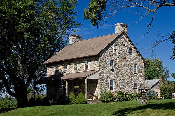 Building stone house from fieldstone hand built stone for Fieldstone house