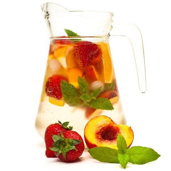 White Wine Sangria Recipe -Mojito Sangria, White Wines, Summer Drinks, White Sangria, Women Health, Strawberries Mojito, White Wine Sangria, Health Magazines, Sangria Recipes