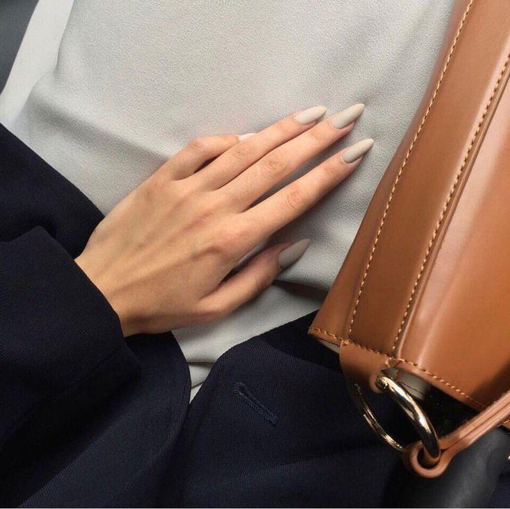 «Вот это ногти, какие же крутые!» — будут восклицать все, когда увидят ваш новый маникюр, сделанный в нашей студии.😎  Празднуйте день…