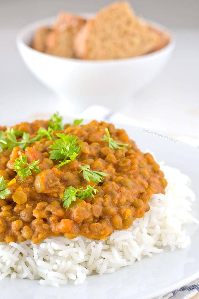 LENTEJAS AL CURRY El garam masala es una mezcla de especias muy utilizada en la cocina india. Si no la encontráis podéis utilizar alguna de las especias que lleva. Las especias pueden variar en función del fabricante, pero suele llevar: chile rojo, ajo en polvo, jendibre en polvo, sésamo, semillas de mostaza, cúcuma, cilantro, clavo, pimienta negra, cardamomo, hojas de laurel, comino, nuez moscada e hinojo.Lentejas al Curry