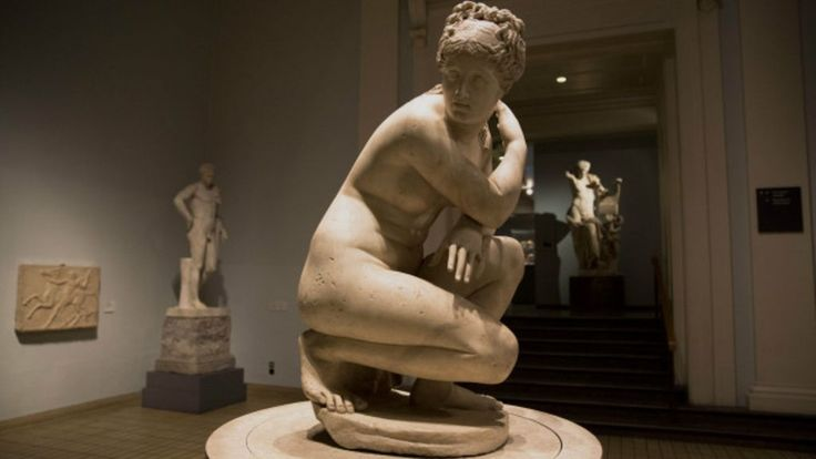 Segundo historiadora britânica Bettany Hughes, homens bonitos eram 'atléticos e musculosos'; já mulheres precisavam ser 'cheinhas'.