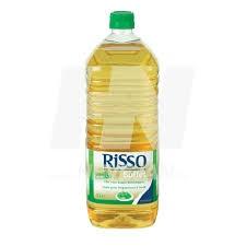 Risso Chef, optimaal geschikt voor het gebruik in de professionele keuken. de samenstelling van verschillende plantaardige oliën biedt ze heel wat voordelen, zowel technisch als qua gezondheid. De geselecteerde hittebestendige oliën dragen bij tot een geslaagd resultaat.  Risso Chef op basis van:Palmoleïne: geeft een mooi bakresultaat  High oleic zonnebloemolie: hoog gehalte aan enkelvoudig onverzadigde vetzuren  Zonnebloem- en koolzaadolie: licht verteerbaar en rijk aan essentiële vetzuren