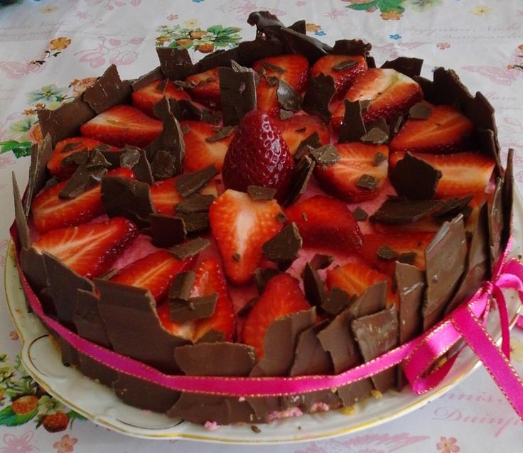 aardbeien, chocolade taart erg lekker en goed gelukt!!