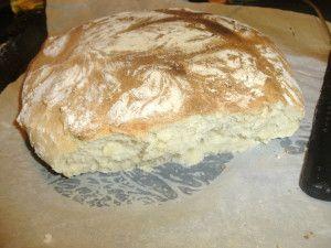 encore une recette de pain, la neige aura au moins servi à ça...me remettre à la boulange... du coup, il va falloir que j'aouvre une section pour ça dans mon index ! alors après le pain de campagne au thermomix et la baguette tradition , je vous présente...