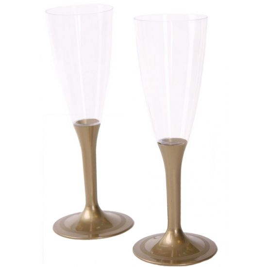 Glazen met gouden voet 10 stuks. Deze glazen met gouden voet zijn gemaakt van plastic en zijn per 10 stuks verpakt. De hoogte van het glas is 17 cm hoog, de breedte van de voet is 6 cm.