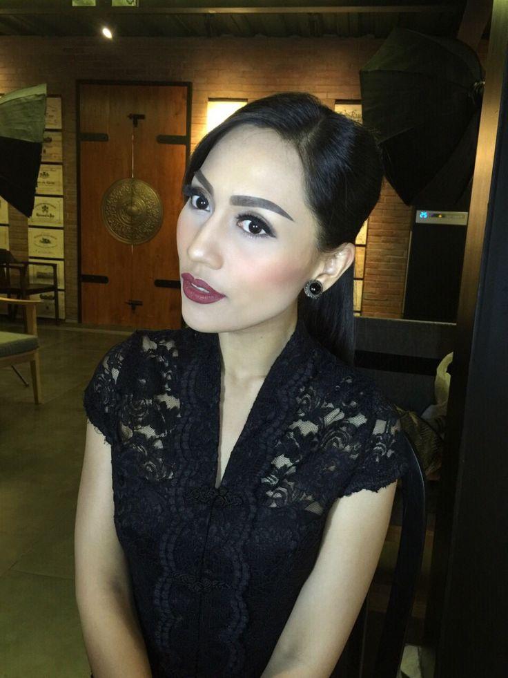 Beautiful Indonesian modern kebaya designer INTAN AVANTIE ❤️ Makeup by @lalanindita