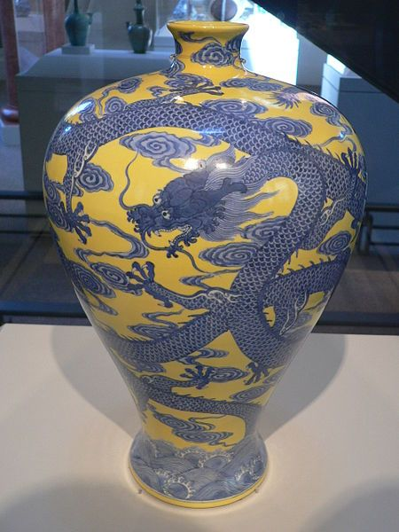 Porcelain Dragon Vase from the reign of the Qianlong Emperor (1735–1796), Qing Dynasty.