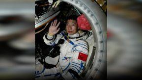 Yang Liwei fue el primer astronauta china en viajar al espacio. Lo hizo en 2003, en una misión que duró 21 horas y en la que iba él solo. Cuando regresó a la Tierra, Yang Liwei aseguró haber escuchado algo extraño cuando estaba en el espacio.