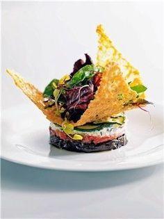 Timbal de verduras con crujiente de queso