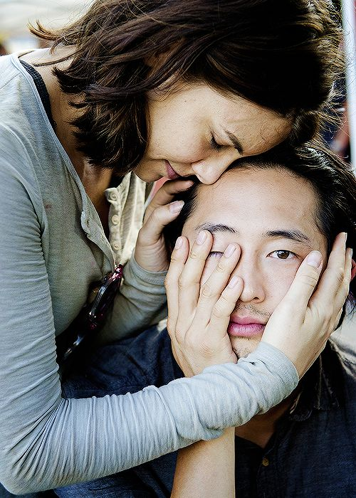 Lauren Cohan & Steven Yeun on set of 5x12
