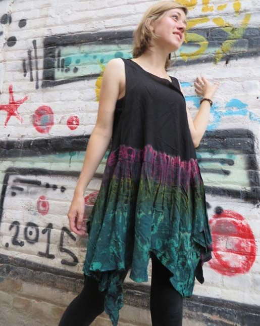 Cute tie dye top that can be doubled up as a short dress over your favourite pair of leggings #tiedye #hippieclothing