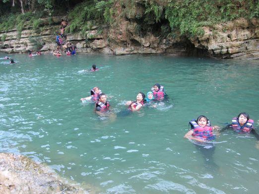 Berenang bareng keluarga