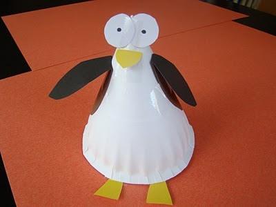 Pinguïn gemaakt van kartonnen bordje